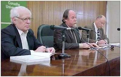 Prof. José Goldemberg (Instituto de Eletrônica e Energia da USP), Prof. Jacques Marcovitch (Reitor da USP), e Bruce Aylward (americano, membro do secretariado na África do Sul)